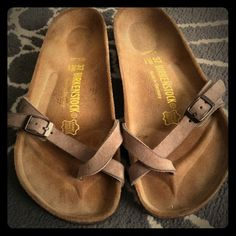 I just discovered this while shopping on Poshmark: Birkenstock sandals. Check it out! Price: $25 Size: 5, listed by skinkin23
