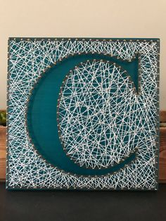 String Art Letters, String Wall Art, Crafts To Make, Arts And Crafts, Paper Crafts, Diy Kits For Adults, String Art Templates, Diy Monogram, Thread Art