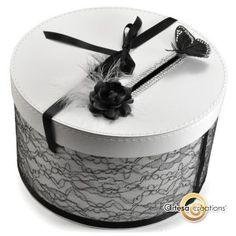 Urne Papillon Baroque Noir et Blanc  à voir ici :  http://www.artesa-creations.com/mariage/1298-urne-papillon-baroque.html    #weddingbox #urnemariage