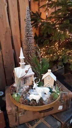 Vzala prázdný dřevěný podnos, ze kterého vytvořila krásnou adventní dekorace na stůl: inspirací, které si snadno vyrobíte doma! Decoration Christmas, Rustic Christmas, Christmas Home, Vintage Christmas, Halloween Decorations, Christmas Holidays, Christmas Wreaths, Christmas Crafts, Christmas Ornaments