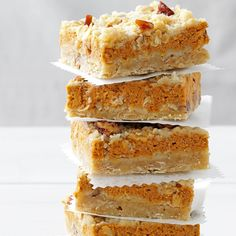 Cream Cheese Pumpkin Bars Recipe- Recipes I made these for a church function once and they turned out to be a big hit. There was barely a crumb left on the platter after everyone dug in. I love this dessert because it tastes light, smooth, and nutty. Pumpkin Cream Cheese Bars, Cheese Pumpkin, Pumpkin Bars, Pumpkin Dessert, Cream Cheese Brownies, Pumpkin Pumpkin, Köstliche Desserts, Delicious Desserts, Dessert Recipes