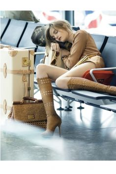 Love this travel look! I hate when people wear sweats when traveling ~ yuck!