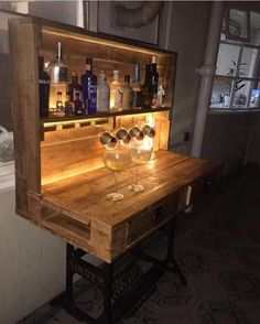 home Bar Pallet - Wooden Pallet Project ideas for your home. Wood Pallet Bar, Pallet Dining Table, Diy Pallet Sofa, Wooden Pallet Projects, Pallet Wine, Pallet Bench, Pallet Patio, Pallet Tv, Reclaimed Wood Furniture