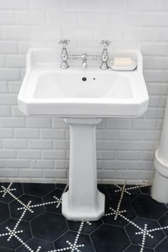 Bagno on Pinterest  Tile, Narrow Bathroom and Mosaics