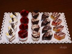 Sweet Bar, Mini Cakes, Sweet Recipes, Tart, Sushi, Food And Drink, Sweets, Cookies, Chocolate
