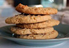 Cookies χωρίς γλουτένη με αλεύρι αμυγδάλου και λάδι καρύδας.  Εκτύπωση Συνταγή: Lauren Goslin Υλικά 110 γρ. αλεύρι αμυγδάλου 3 κουτ. σούπας λάδι καρύ