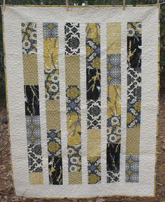 grey and yellow gorgeous quilt!