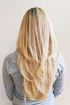 Gestufte Haare sind im Trend: Die besten Looks und Styling-Tipps - hair styles for short hair Blond Hairstyles, Blonde Haircuts, Straight Hairstyles, Hairstyles 2018, 2017 Hairstyle, Spring Hairstyles, Girl Haircuts, Long Layered Haircuts, Haircuts For Long Hair