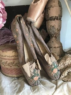 STUNNING 1800s Antique Silk Womans Shoes Grey Embroidered With