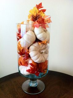 100 herrlich knackige & oxidierte rustikale Herbst-Wohnkultur-Ideen Its Fall … - Thanksgiving Decorations Thanksgiving Diy, Thanksgiving Centerpieces, Fall Table Centerpieces, Harvest Table Decorations, Indoor Fall Decorations, Rustic Thanksgiving Decor, Thanksgiving Table Runner, Thanksgiving Activities For Kids, Halloween Table Decorations