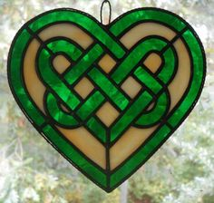 Stained Glass Celtic Knot Heart in Green measuring x inches. Built in the foil and solder method. This stained glass celtic knot Celtic Stained Glass, Stained Glass Tattoo, Stained Glass Designs, Stained Glass Projects, Stained Glass Patterns, Stained Glass Art, Stained Glass Windows, Mosaic Glass, Celtic Symbols