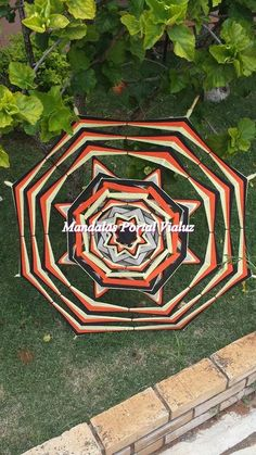 Mandala Mexicana feita com vareta de bambu com 1 metro de diâmetro e barbante colorido. Solicite tua mandala mexicana escrevendo para portalvialuz@gmail.com