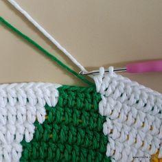Tapete girassol - passo a passo (253) Crochet Squares, Crochet Motif, Knit Crochet, Crochet Stitches Patterns, Stitch Patterns, Knitting Patterns, Crochet Carpet, Crochet Home, Afghan Blanket