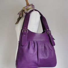 This purple bag is so on my wishlist! Beautiful colour, super useful size and shape and gorgeuos soft leather...if only my birthday wasn't so far away!