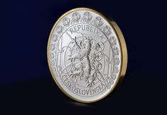 Reverz je ozdobený secesnými ornamentami a jeho stred vypĺňa dvojchvostý lev, národný symbol, ktorý odkazuje na umelcovu lásku k rodnej vlasti. Perth, Personalized Items