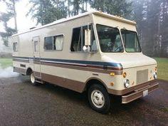 Bus Motorhome, Motorhome Conversions, Truck Camper, Custom Campers, Cool Campers, U Haul Truck, Truck House, Converted Vans, Step Van