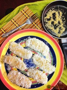 Palitaw with Yema Fillings/ Palitao de Leche (Sticky Rice Dumplings Coated with Sugar and Coconut and Stuffed with Milk Custard) Filipino Desserts, Filipino Recipes, Asian Recipes, Ethnic Recipes, Filipino Food, Sweet Violets, Pinoy Food, Rice Cakes, Dumplings
