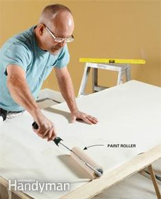 10 Tips to make hanging wallpaper a breeze Wallpaper Roller, Diy Wallpaper, Hanging Wallpaper, Wallpapering Tips, Natural Sponge, How To Install Wallpaper, Used Vinyl, Diy Home Decor, Home Improvement
