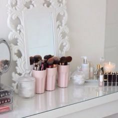 Inspiration - are those the original glass cups painted pastel pink?? Cool idea! I always thought of mason jars... at least these [above] have more space. ... #Inspiration