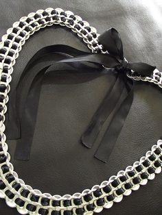 Womens Pop Tab Belt via Etsy. Soda Tab Crafts, Can Tab Crafts, Bottle Cap Crafts, Pop Top Crafts, Pop Can Tabs, Soda Tabs, Diy Accessoires, Pop Cans, Recycled Jewelry