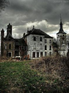 Abandoned - now was this during the build or the destruction? There is always such a pall of sadness over abandoned buildings. Abandoned Buildings, Old Abandoned Houses, Abandoned Castles, Old Buildings, Abandoned Places, Old Houses, Creepy Houses, Spooky House, Haunted Houses