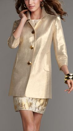 Hiding waistline 'issues' with Pizzazz! Liking the length sleeves.great for showing off bangles. Gold Fashion, High Fashion, Womens Fashion, Fast Fashion, Gold Outfit, Dressed To The Nines, Autumn Winter Fashion, Dress To Impress, Marie