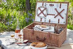I don't know why, but I REALLY want a picnic basket!