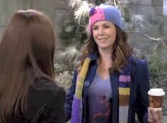 """When Lorelai wore the loudest scarf ever. 30 Times """"Gilmore Girls"""" Was The Most Fashionable Show Ever Sofia Carson, Dove Cameron, Girls Season 6, Gilmore Girls Seasons, Angry Girl, Back To The Gym, Lorelai Gilmore, Lauren Graham, Disney Descendants"""