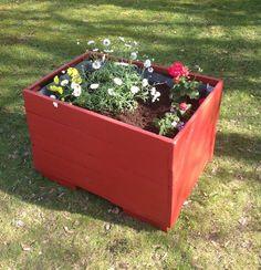 Easy To Build Planter Box | Creative DIY Pallet Planter Ideas for Spring