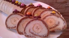 Roláda z tortových oplatiek,karamelovo-kokosovou plnkou a banánom. Czech Recipes, Ethnic Recipes, Baked Goods, Sweet Recipes, Sushi, Favorite Recipes, Treats, Cheese, Cooking