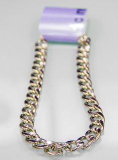 Sharing Happens • Pin a gift • Claire's • Collar plateado de cadena Q89.00