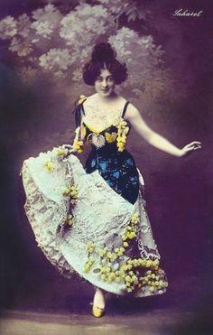Circus Costume, Burlesque Costumes, Le Moulin Rouge Paris, Burlesque Vintage, Folies Bergeres, Ziegfeld Girls, Vintage Postcards, Vintage Clip, Photo Postcards