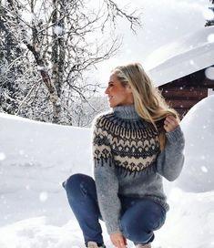 Linka Karoline Helene Neumann (@valleyknits) • Instagram-billeder og -videoer Icelandic Sweaters, Dere, Cowgirl Outfits, Sweater Design, Sweater Fashion, Gorgeous Women, Knitwear, Knitting Patterns, Sweaters For Women