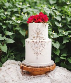 This Art Deco-inspired bejeweled cake.