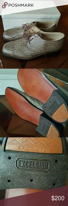Mens Vintage leather shoes Excellent condition. They were custom made in 1979. Approximately mens size 8 Shoes Loafers & Slip-Ons