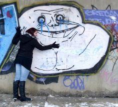 Arte de rua com Memes da internet