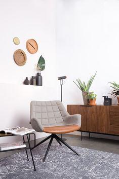 Pohodlné posezení v otočném křesle kombinujícím látku s ekokůží si nemůžete nechat ujít. Cosy Sofa, Cosy Corner, Piece A Vivre, Sit Back And Relax, Living Room Colors, Simple Pleasures, Decoration, Branding Design, Accent Chairs