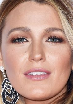 Close-up of Blake Lively at the 2017 People's Choice Awards.