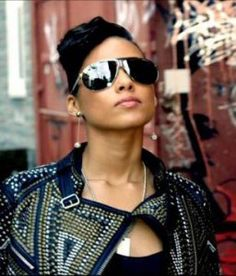 feaddbad2d Alicia Keys sizzling hot in a Carrera Panamerika shades Heart Sunglasses