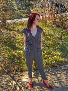 V neck jumpsuit with zipper back Vintage Inspired Outfits, Slim Legs, Boho Outfits, Capri Pants, Jumpsuit, Comfy, V Neck, Zipper, This Or That Questions