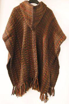 ruana con capucha en lana 100% Poncho Knitting Patterns, Weaving Patterns, Loom Knitting, Shawl Crochet, Crochet Men, Mens Poncho, Hooded Poncho, Knitted Cape, Shawls And Wraps