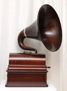 MUSIC  BOXES / What a horn