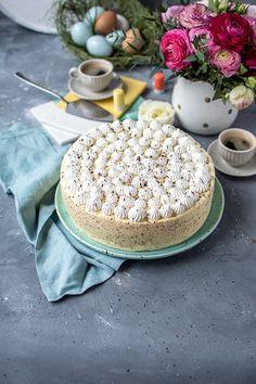 Eierlikör-Mousse-Torte mit buntem Kern: groß auftischen zum Osterfest
