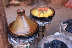 Charcoal fire is the best way to cook tajine tasty. Lamb, Tasty, Beef, Dishes, Vegetables, Cooking, Kitchen, Backyard Ideas, Moroccan