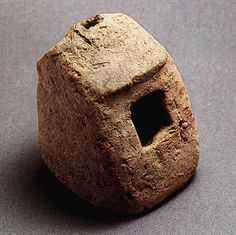 Chaironeia. Clay model of a house. Middle Neolithic.  Chaironeia Museum, 24. Hellenic Ministry of Culture/ARF.    Theocharis, D.R., Neolithiki Hellas, National Bank of Greece,  Athens 1973, fig. 10.