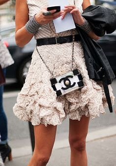 Cool look / street style/ Love the Chanel bag <3