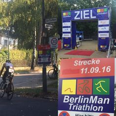 Live von der Strecke ! Es ist verdammt heiß! Gut dass im Schatten gelaufen wird! Viel Freude und Erfolg beim #berlinman #tri #70.3 #tradition #swimbikerun #photooftheday #picoftheday #sports #wettkampf #triathlon #ditisberlin #running #cycling #swimming #triathlete #sundayisrunday #berlinmarathon #marathontraining