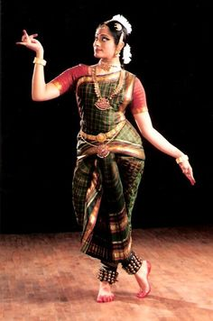 African Dance, Indian Classical Dance, India Art, Folk Dance, Dance Poses, Dance Pictures, Just Dance, India Beauty, Dance Dresses