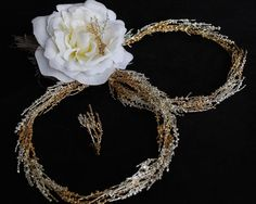Wedding Crowns goldplatted and silverplatted with true thyme inside them. Price from € for just € per set. Includes miniature pair for the lapel. VAT is included. Wedding Crowns, Wedding Invitations, Miniatures, Jewelry, Stock Wedding Crowns, Jewlery, Bijoux, Wedding Invitation Cards, Jewerly