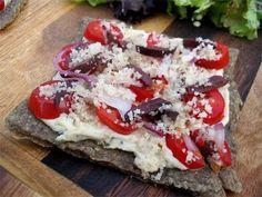 "#raw tuscan pizza w/garlic ""cheese"""